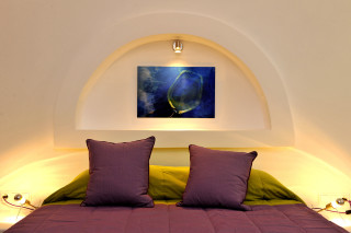 a purple bed in Ammos villa