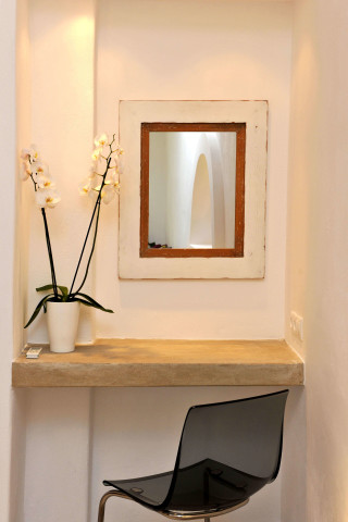 a mirror is placed to Ammos villa