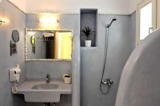 Thalassa villa bathroom